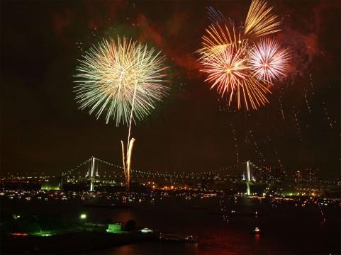 「東京湾大華火祭」今年で見納め? オリンピック選手村の建設で