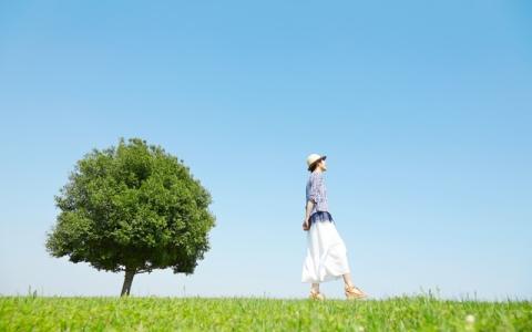吉岡里帆 「1週間前を思い出しながら歩くのが好き」