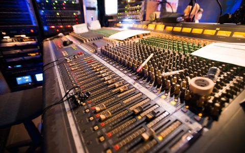 音楽業界、入りたいなら正攻法ではなく裏ルート!?