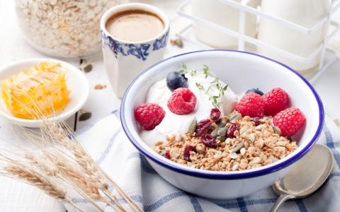 朝ごはんを食べないと太るってホント?