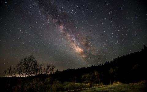 星空を見上げる時にピッタリな曲はこちら!
