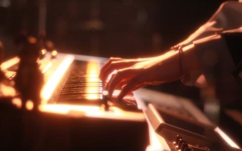 再び脚光! 亀田誠治がピアノロックバンドを大解剖