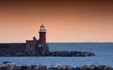 野村訓市が忘れられない「小さな漁港の夜明けの灯台」