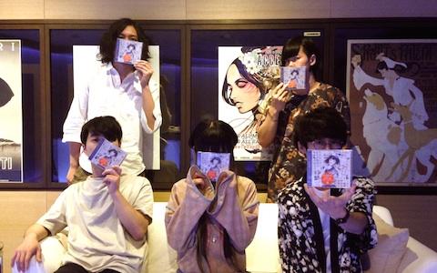パスピエ メンバー全員出演で新曲リリースをお祝い!