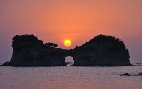 神秘的な南紀白浜の夕日…おすすめは18時半!