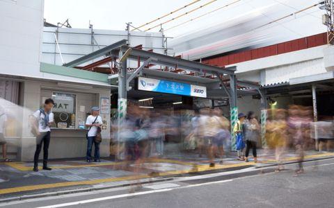下北沢に巨大な「檻」&ナイトマーケットが出現!?