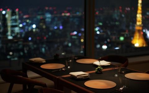 超絶景! 目の前で「月」を楽しめるレストラン