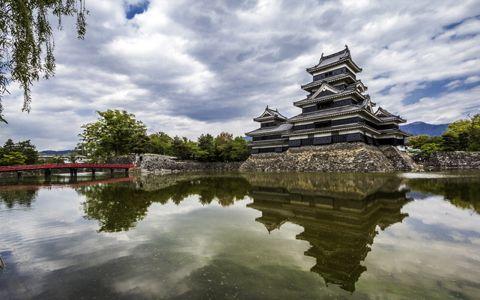 「カラス城」が鎮座する長野県松本市の魅力