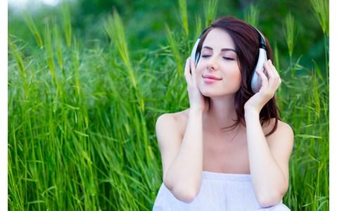 ラジオリスナーが「秋に聴きたいピアノソング」は?