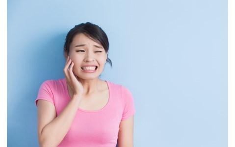 なったら辛い「口内炎」の治し方、間違ってるのは?