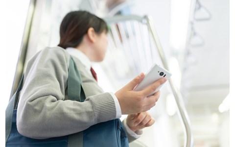 ツイッター、LINE…10代に圧倒的人気のSNSは?