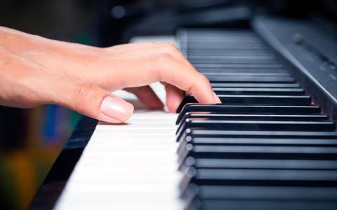 5月に来日! アルメニアの天才ピアニストといえば?