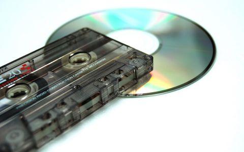 ボブ・ディラン、ノーベル賞授与で謎の「テープ」