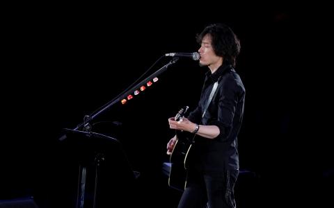 両国で斉藤和義ら、天国のムッシュにギター鳴らす