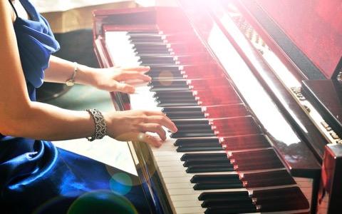 世界のジャズ界で活躍する若きピアニスト・桑原あい