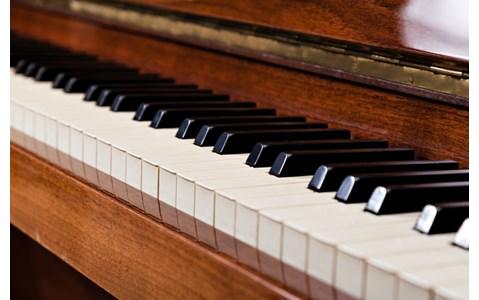 伝説のジャズピアニストは創造の神を信じる?