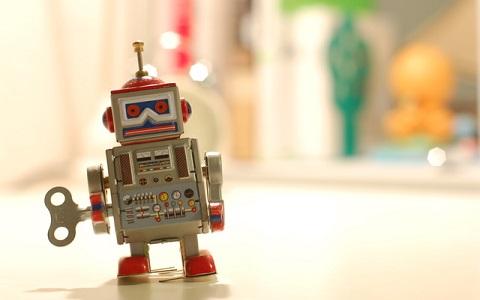 たまに反抗も…キュートな最新ロボット