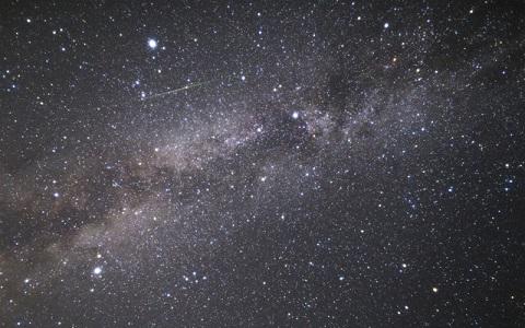 封筒の中に満点の星空…広がる紙の可能性