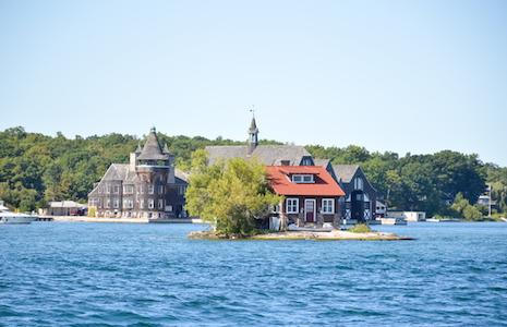 カナダの島に暮らす歌手・UAが最近見た不思議な夢
