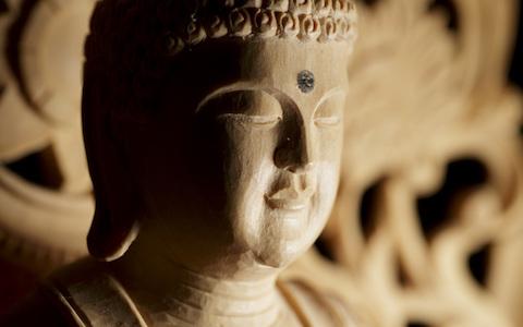 仏像1体に○方向から照明を…!?  美術品と光の深い関係