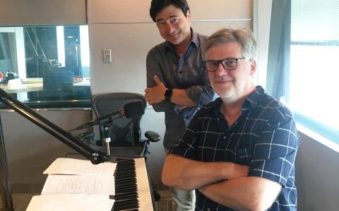 作曲家ジャン=ミシェル・ベルナールが名画曲を生演奏
