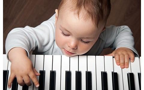 クラシック界の鬼才は演奏中に鼻歌も!