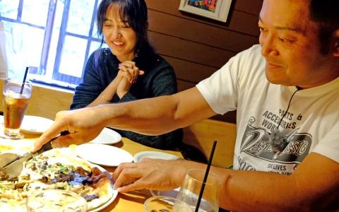 ぐっさん&浦浜アリサが興奮した、軽井沢の絶品ピザ