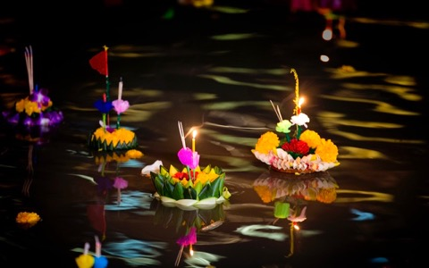 幻想的でうっとり! タイで人気の秋祭りを紹介