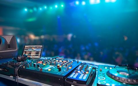 DJ TAROが明かす、ワンオペ番組の苦労と自由