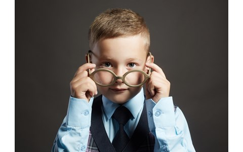 眼鏡スタイリストに聞く「似合う眼鏡」の選び方