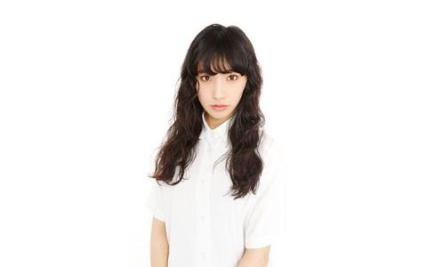 モデル・中田クルミ、ファッションの鍵は人気漫画家!