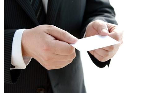 ビジネスパーソンは年間何枚、名刺を交換する?