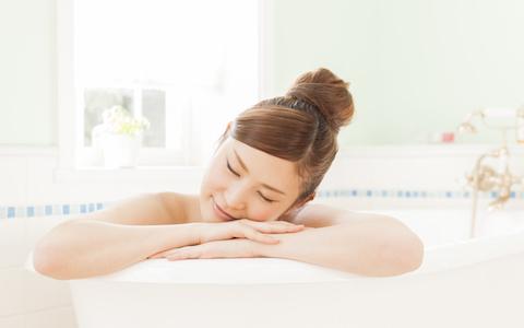 夏と冬で違う! 半身浴に適したお湯の温度は?