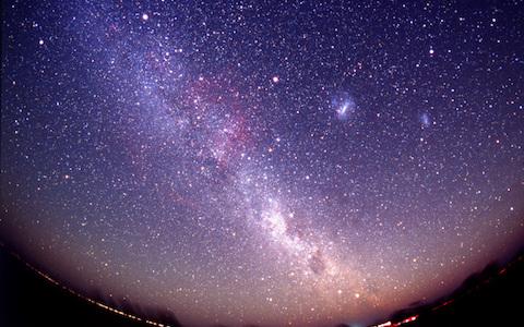 星空の中を歩ける…新体感の「VRプラネタリウム」って?