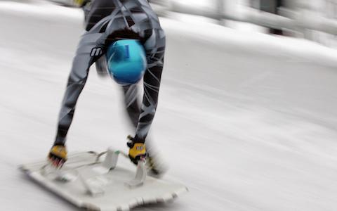 時速140キロの速度!? 氷を滑りおりる五輪競技スケルトン