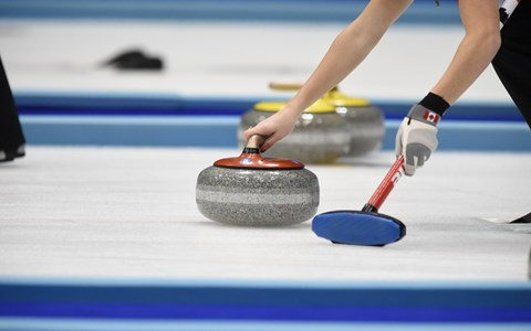注目のカーリング…なぜ氷を擦るの? 観戦ポイントを解説