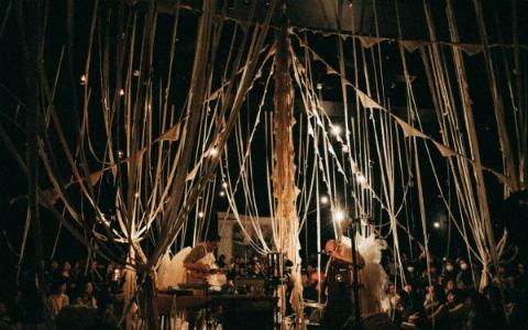 音、布、光が織り成す世界観! 「仕立て屋のサーカス」の即興舞台
