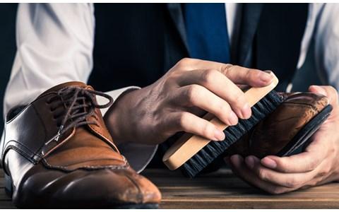 岡田准一「めちゃめちゃテカってる!」世界一の靴磨き職人に感嘆