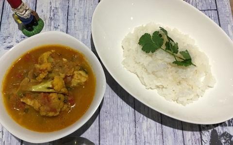 魚の旨みと風味がおいしい、野菜たっぷり「南インド風フィッシュカレー」