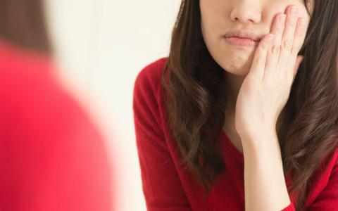 """肌のくすみやシワの原因となる""""肌疲労""""…たった10秒でできる改善法とは?"""