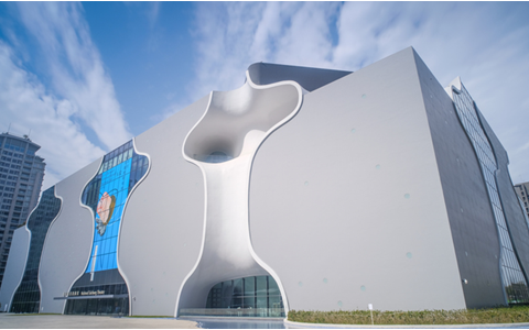 岡田准一「洞窟っぽい…」世界的建築家・伊東豊雄が、何度か完成を諦めた建築とは