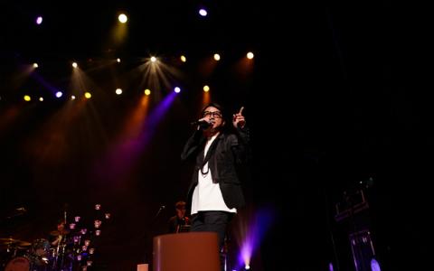 藤井フミヤ、ライブ中に「やっちゃった!」 会場は爆笑の渦に
