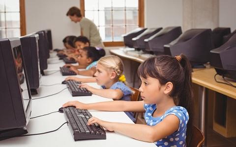 小学校でプログラミング教育が必修に! 海外では今、どうなっている?
