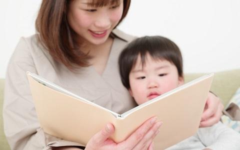 杏が沖縄訪問で見つけた「大人も読んでほしい絵本」
