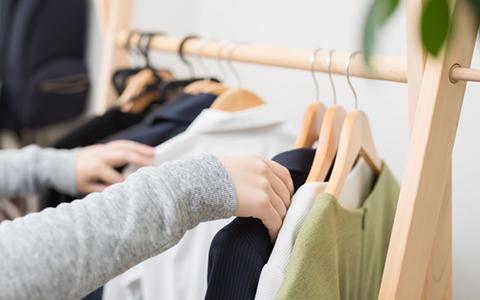 岡田准一も興味津々! 「工場に適切なお金を払う」ファッションブランドの挑戦
