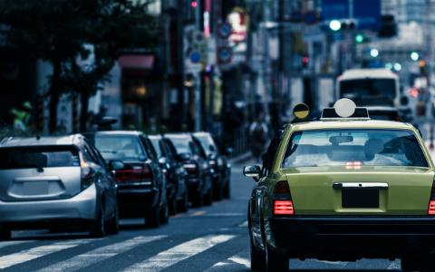 都内で「無人タクシー」が運行!8月より六本木ヒルズから大手町間で…増加すると渋滞緩和にも
