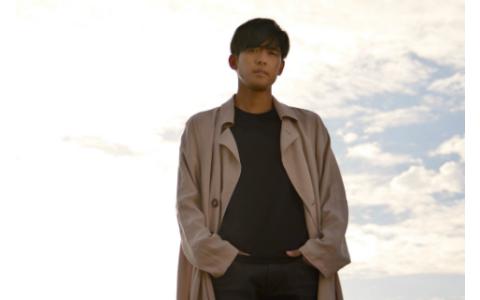 歌手K、リスナーの結婚式でサプライズ登場するも…新郎友人がふんどし姿で!?