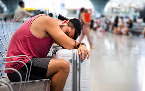 """時差ボケ対処法! 年間で「1週間以上」を機内で過ごす、""""旅の達人""""が考える"""