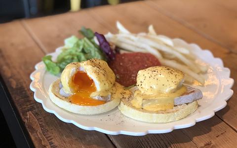 肉厚の自家製ハムにソースがとろり…渋谷の人気エッグベネディクト