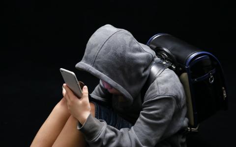 """""""いじめ""""を匿名相談できるアプリ、その効果は? 第三者の「通報」にも対応"""